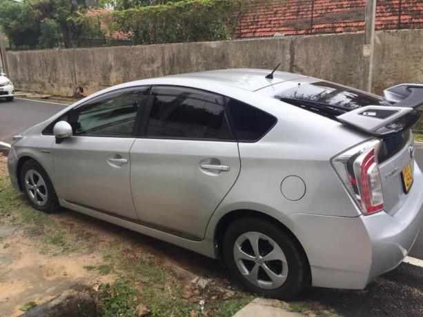 toyota-prius-car-sale-big-2