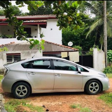 toyota-prius-car-for-sale-big-2