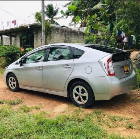 toyota-prius-car-for-sale-big-4