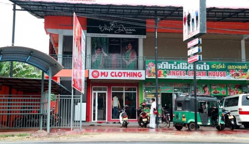 mj-clothing-branded-showroom-big-4
