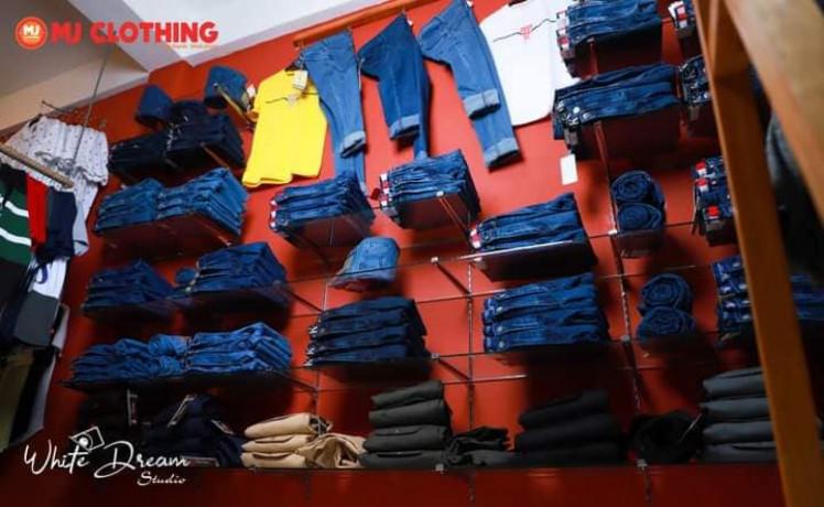 mj-clothing-branded-showroom-big-0