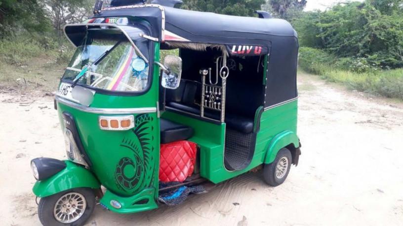 bajaj-three-wheeler-sale-big-2