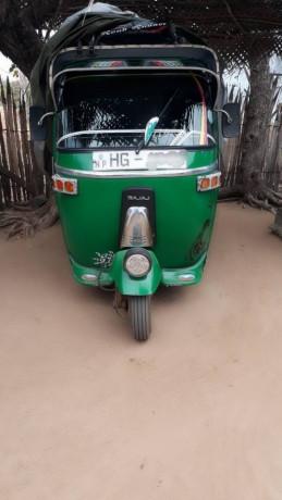 bajaj-three-wheeler-sale-big-1